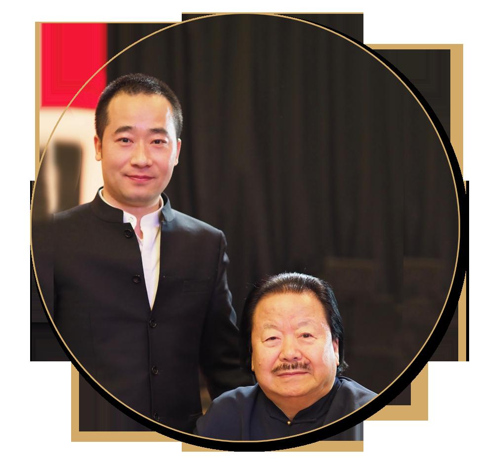 浦君艺术创始人胡桂忠与著名书画家崔如琢先生合影