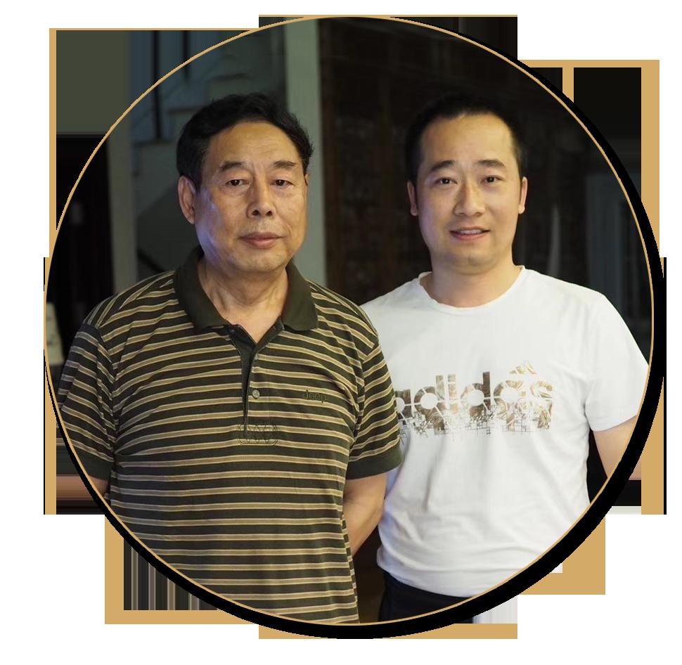浦君艺术创始人胡桂忠与著名画家苗再新先生合影
