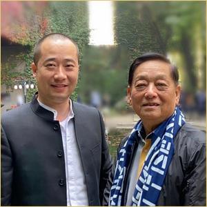 浦君艺术创始人胡桂忠与韩美林合影