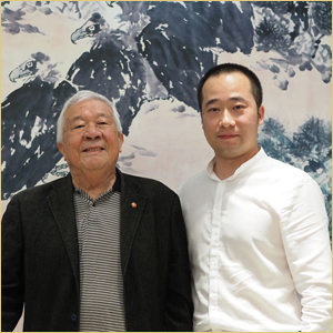 浦君艺术创始人胡桂忠与王成喜先生合影