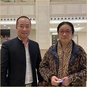 浦君艺术创始人胡桂忠与孙晓云合影